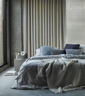 jaloezieen met gordijnen slaapkamer