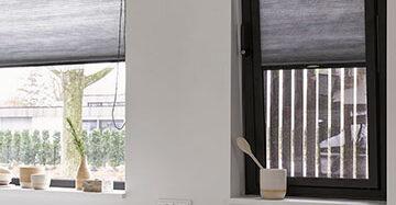 Raamdecoratie voor smalle en kleine ramen Toppoint zwarte EasyClick met Duette 61830 en Duette in breed raam 61830
