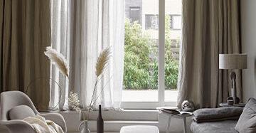 Ibizalook in huis met linnen gordijnen Toppoint gordijn Evisa en Evisa voile