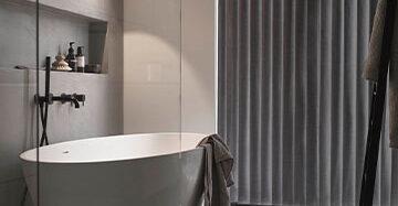 Privacy in de badkamer Toppoint Versus gordijn Basics Malene dicht